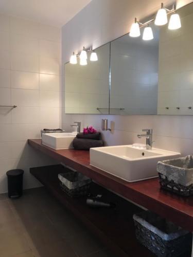 Boca Gentil Badkamer 1 master appartement Sunrise 9