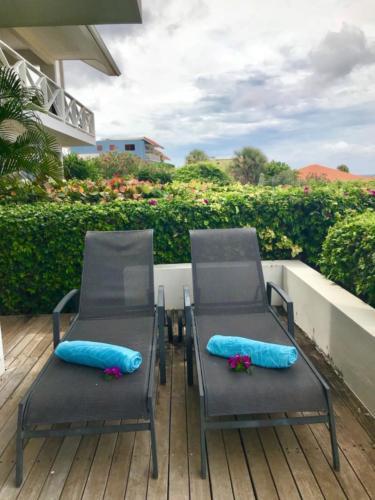 Boca Gentil Porch zonne ligstoelen appartement Sunrise 9